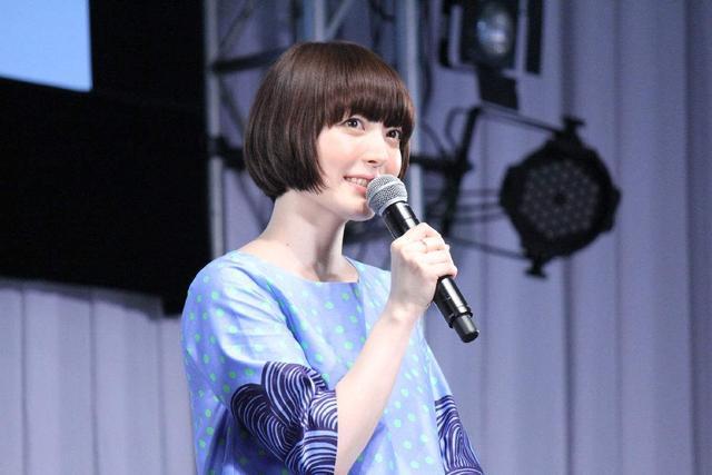 花泽香菜开通微博,笑得很甜美,谁说她都不笑了的!