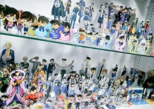 日本粉丝爱上柯南23年,家里堆满周边,结婚都选在青山生日