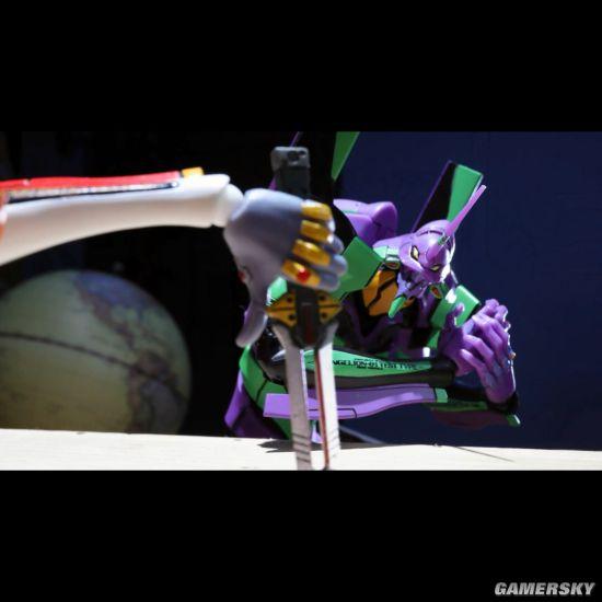 篠原健太EVA定格动画:当掰手腕大赛变为枪械互殴