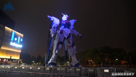 上海实物大自由高达立像制作影像 向着没有终结的明天